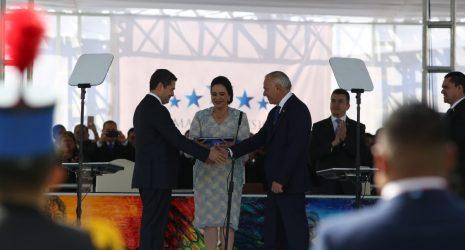 El presidente del Congreso Nacional, Mauricio Oliva también se reeligió. Juan Orlando y él hacen la dupla del continuismo de un gobierno señalado por corrupción e ilegitimidad.