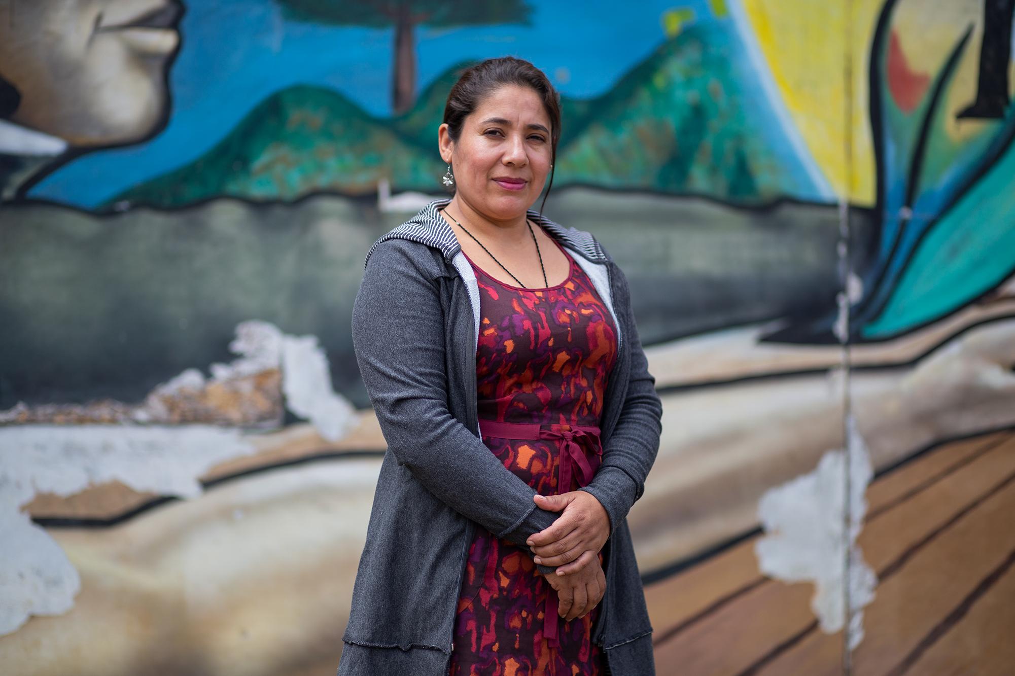 Dalila Aguilar, retratada en las oficinas de la Central Nacional de Trabajadores del Campo en el departamento de La Paz, organización para la que Dalila coordina un proyecto de apoyo para las mujeres campesinas del departamento. San José, La Paz, 22 de octubre de 2020. Foto: Martín Cálix.