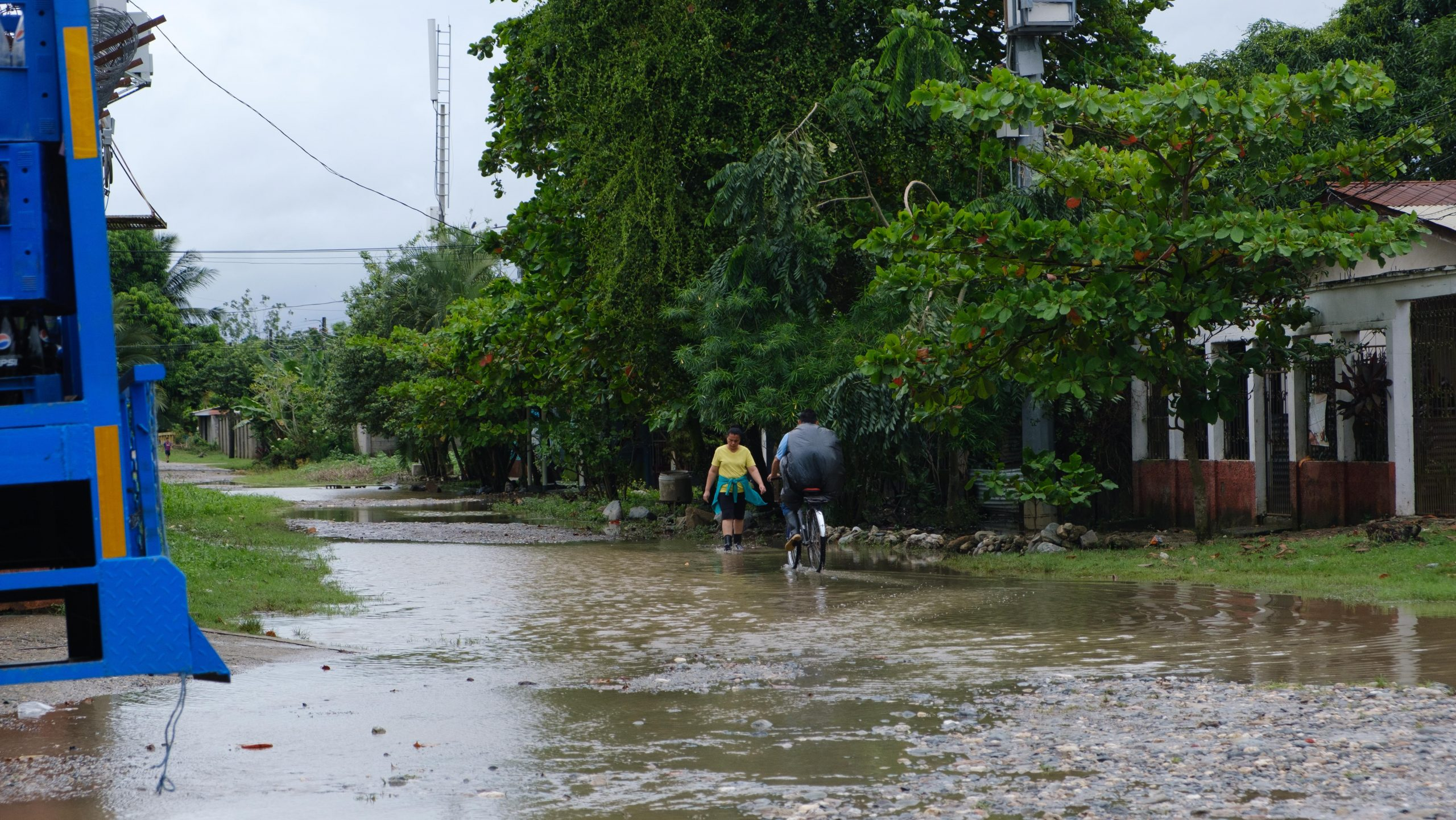 Varias calles de la colonia Palermo también se inundaron por las lluvias. El Progreso, Yoro, 3 de nov de 2020. Foto, Deiby Yanes.