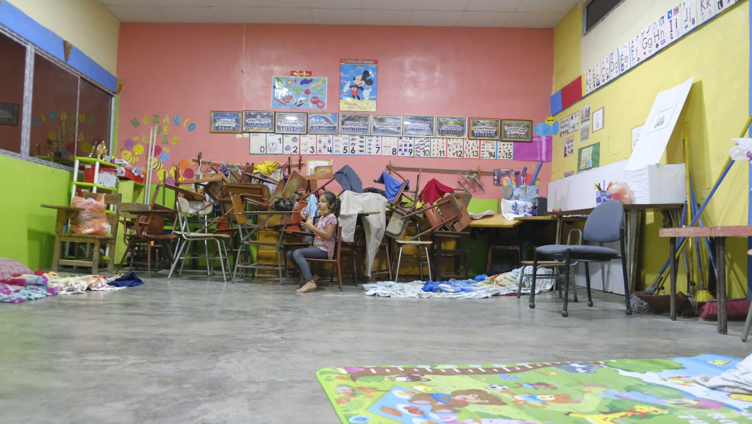Las familias albergadas en la escuela John Cook, aún no han recibido ni colchonetas ni víveres. Villanueva, Cortés, 3 de Noviembre de 2020, Foto Deiby Yanes.