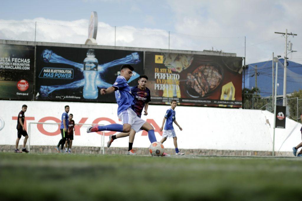 En la cancha sintética de FUTECA entrenan las reservas del Club Deportivo Olimpia
