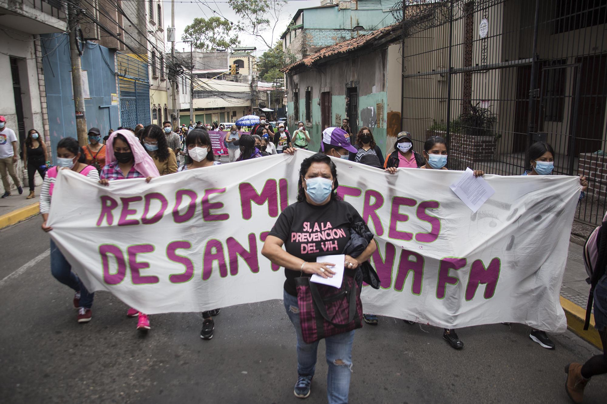 Diversas organizaciones formaron parte de la movilización en el centro de Tegucigalpa, entre ellas la Red de Mujeres de Santa Ana. Tegucigalpa,  25 de enero de 2021. Foto: Ezequiel Sánchez / Contracorriente.