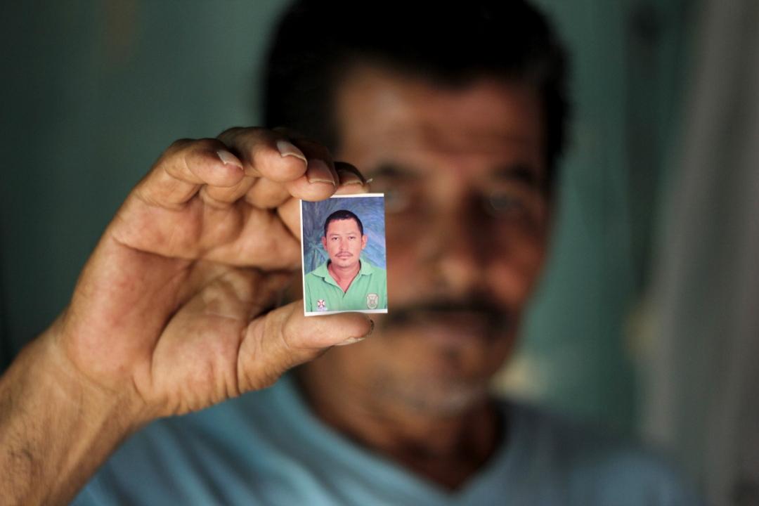 José (65 años), padre de Melvin Mauricio Chávez Perez (35 años), preso en El Pozo y esposo de Lourdes Johana Gómez, presa en el Centro Penal de Tela, departamento de Atlantida.
