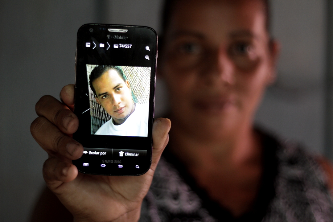 Claudia (36 años), hermana de Roque Jacinto Alvarenga (25 años), preso en El Pozo.