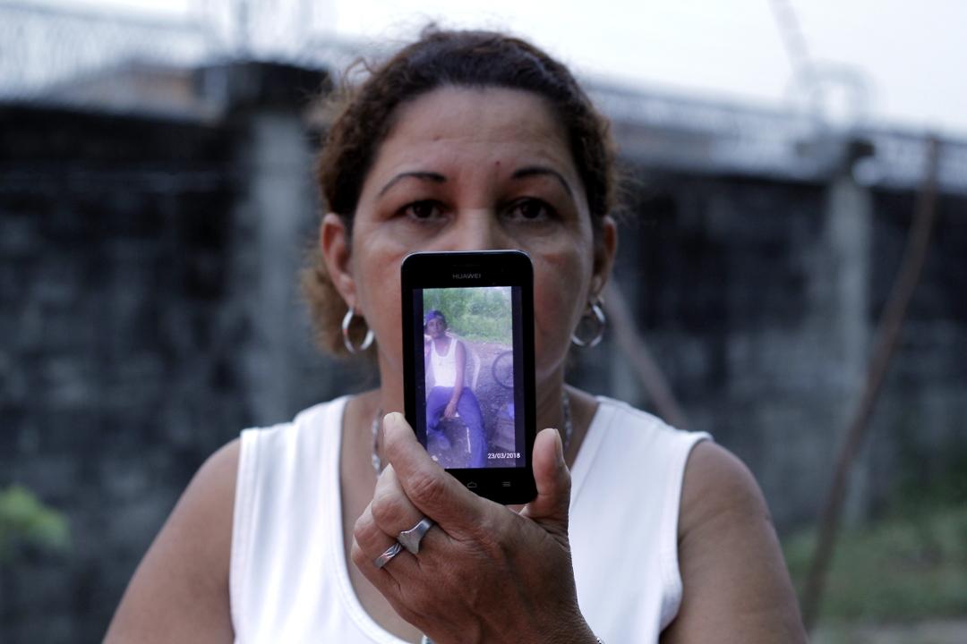 Virginia Arias (48) madre de Marvin Godoy Arias, preso por asesinato de policía en El Progreso, Yoro. Foto: Martín Cálix.