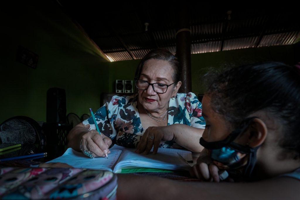 Nicaragua: Las abuelas-madre de un país dependiente de las remesas