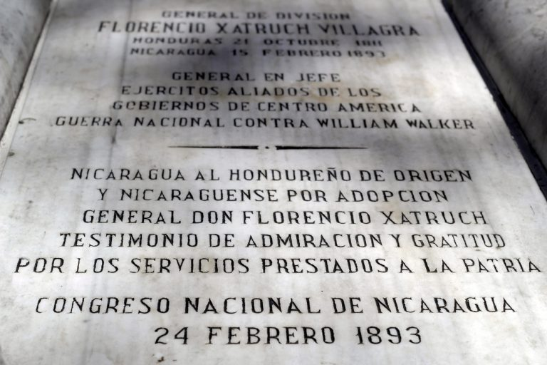 Placa sobre la sepultura del General Florencio Xatrux