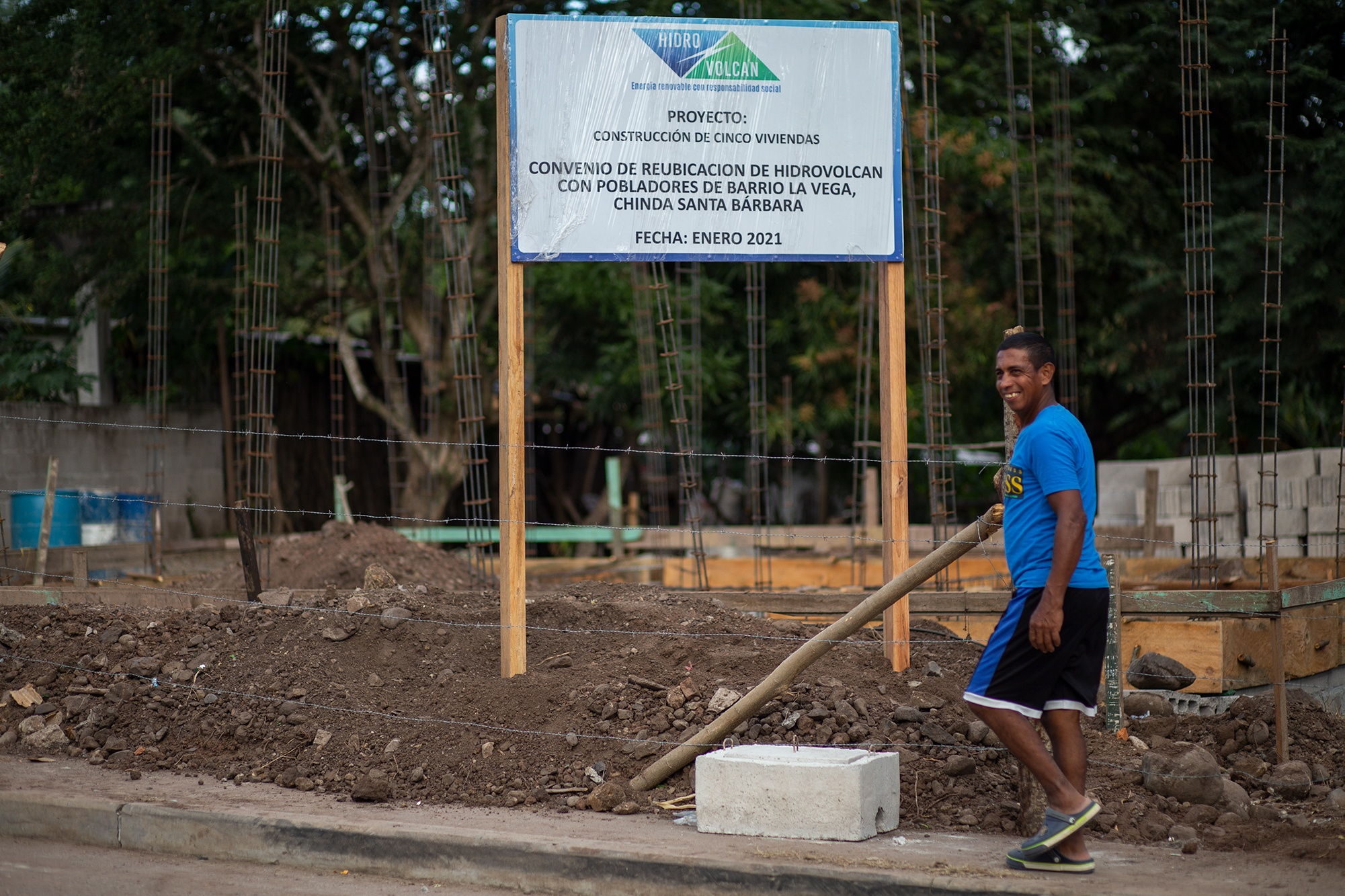 Hidrovolcán ha echado a andar el proyecto de reubicación de algunas familias de la ribera del río Ulúa y que saldrían afectadas con la inundación que provocará el proyecto hidroeléctrico El Tronillito. Chinda, Santa Bárbara, 28 de enero de 2021. Foto: Martín Cálix.