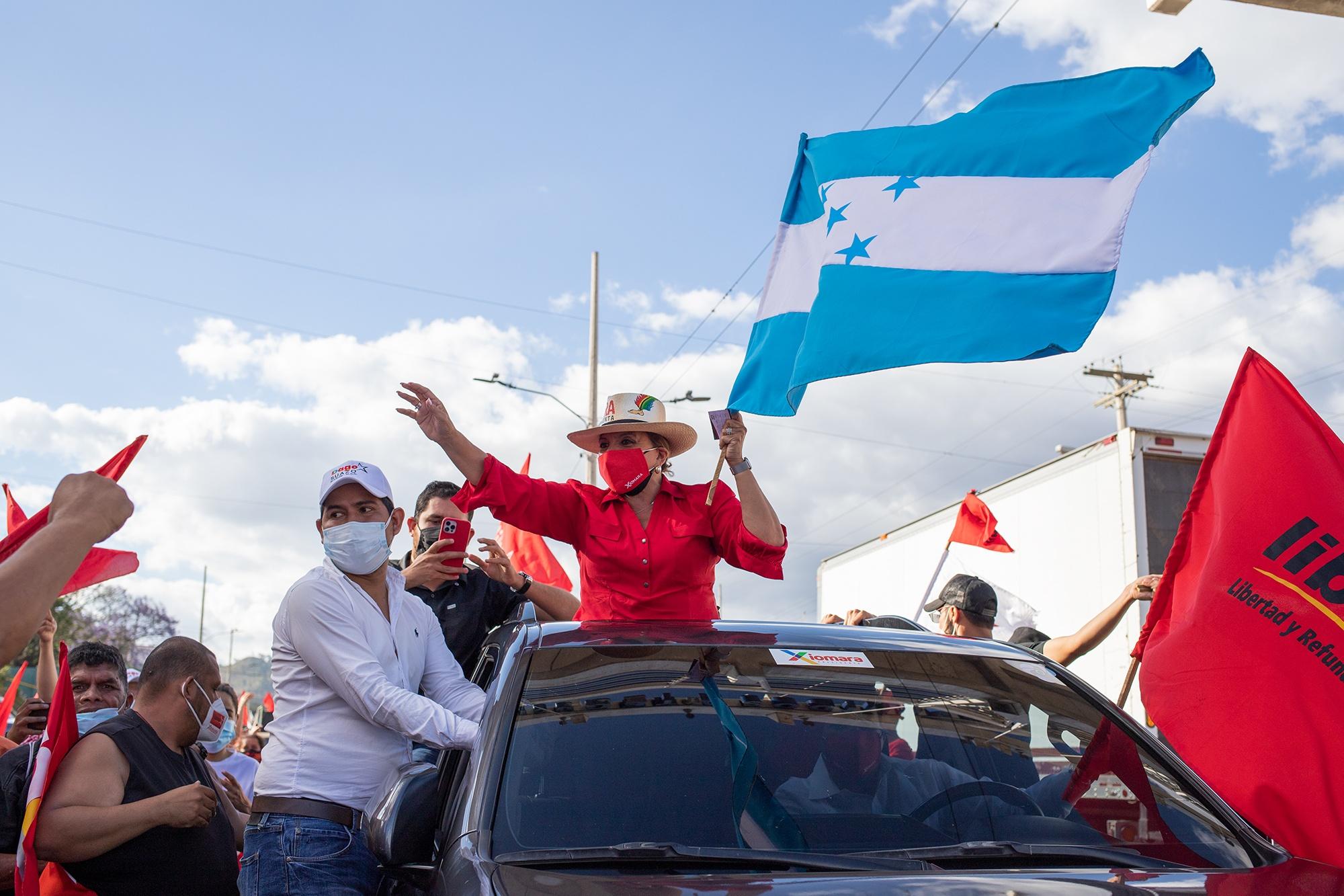 Xiomara Castro, exprimera dama y actual precandidata a la presidencia por el Partido Libre, durante el cierre de campaña de su candidatura. Tegucigalpa, 7 de marzo de 2021. Foto: Martín Cálix.