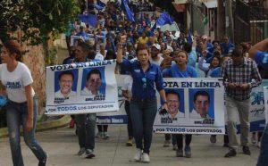 Carol Vanessa Alvarado en una marcha nacionalista. Foto de sus redes sociales.