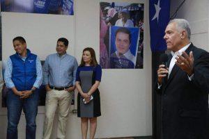 Carol Vanessa Alvarado en una ponencia del exministro de seguridad, Oscar Álvarez. Foto de sus redes sociales.